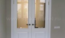 межкомнатная белая дверь с остеклением