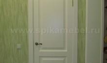 межкомнатная, глухая дверь белого цвета