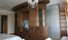 Оригинальный шкаф «корабль» для квартиры